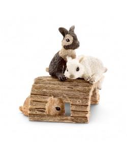 Фигурки Schleich от серията Животът във фермата: Зайчета - играещи