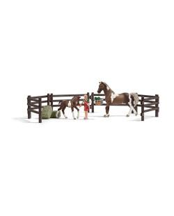 Фигурка Schleich от серията Аксесоари към Животни във фермата: Комплект - хранене на коне