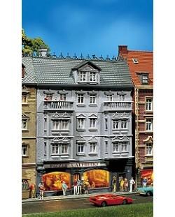 Многоетажна сграда с пицария Alfredo Faller