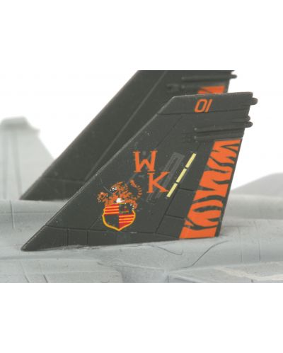 Сглобяем модел на военен самолет Revel - F/A-18 D Hornet Wild Weasel (04064) - 3