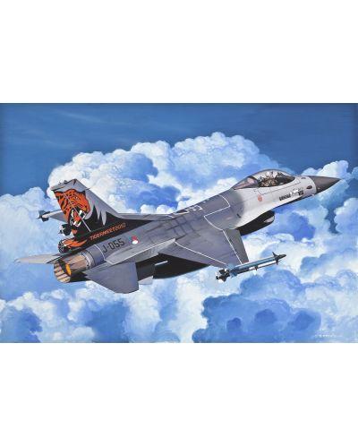 Сглобяем модел на изтребител Revell Easykit - F-16 Fighting Falcon (06644) - 3