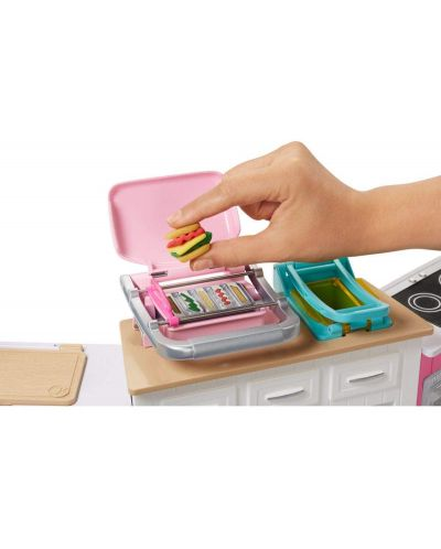 Игрален комплект Mattel Barbie - Кухнята на Барби, със звук и светлини - 5