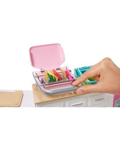 Игрален комплект Mattel Barbie - Кухнята на Барби, със звук и светлини - 4