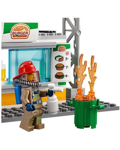 Конструктор Lego City - Спасителна акция от пожар в бургер бар (60214) - 10