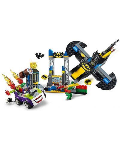 Конструктор Lego Juniors - Joker™ напада пещерата на прилепа (10753) - 5