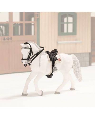Фигурка Schleich от серията Аксесоари към Животни във фермата: Комплект седло и юзди - обездка - 1
