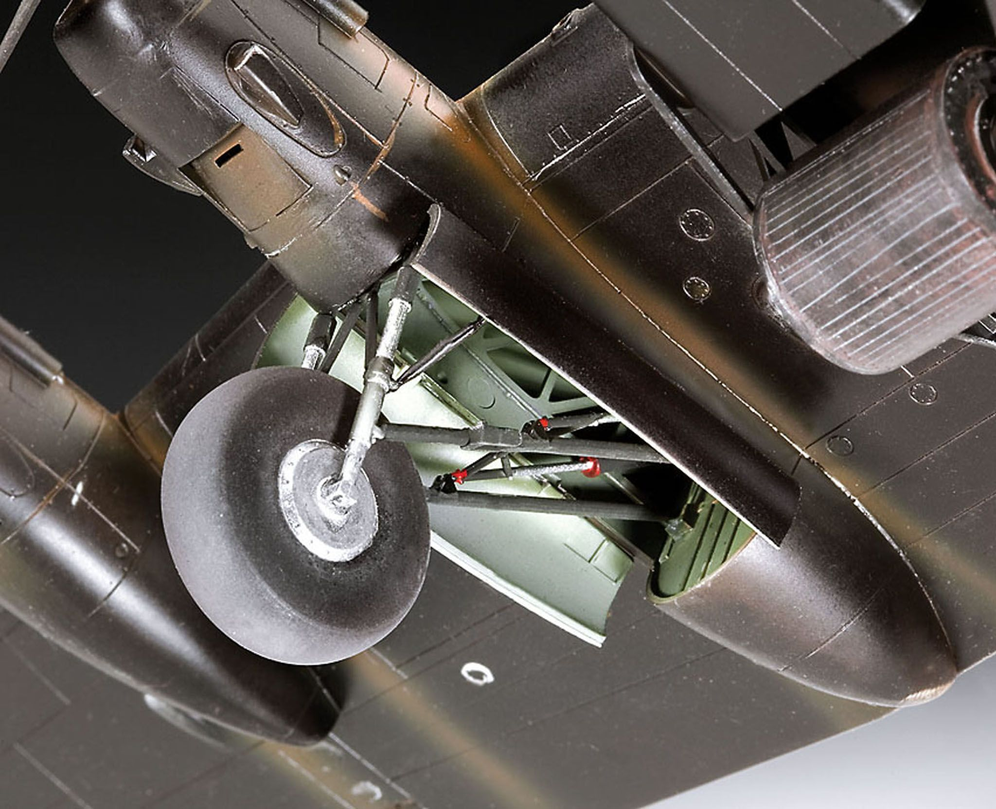 Сглобяем модел на военен самолет Revell - Avro Lancaster DAMBUSTERS (04295) - 6
