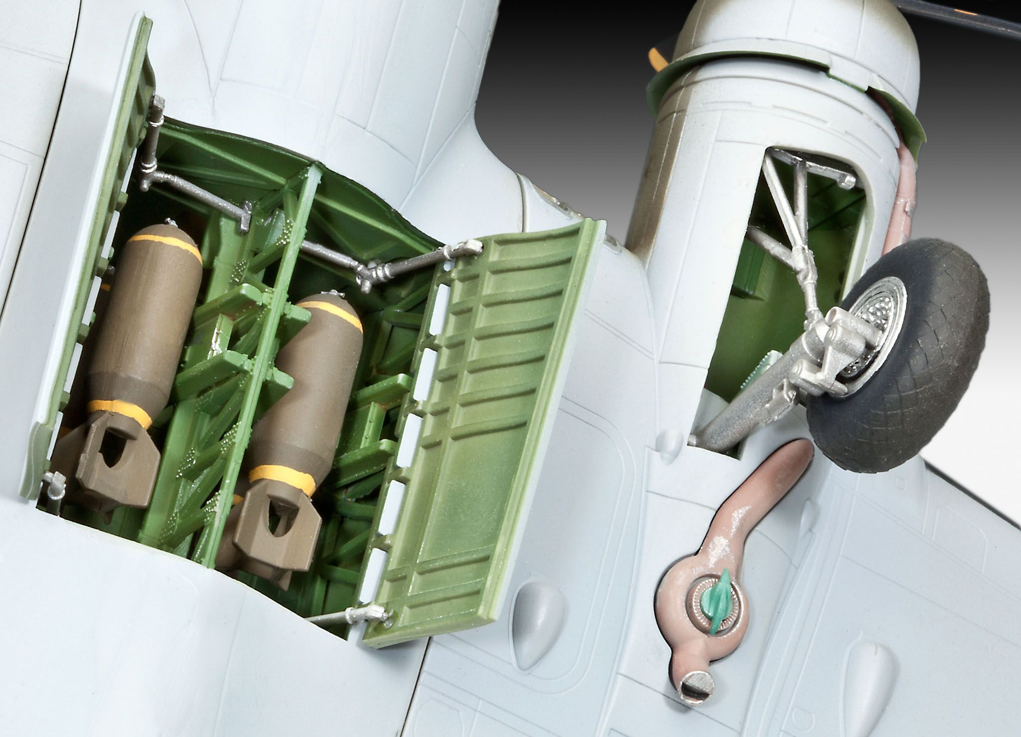 "Сглобяем модел на военен самолет Revell - B-17F ""Memphis Belle"" (04279) - 5"