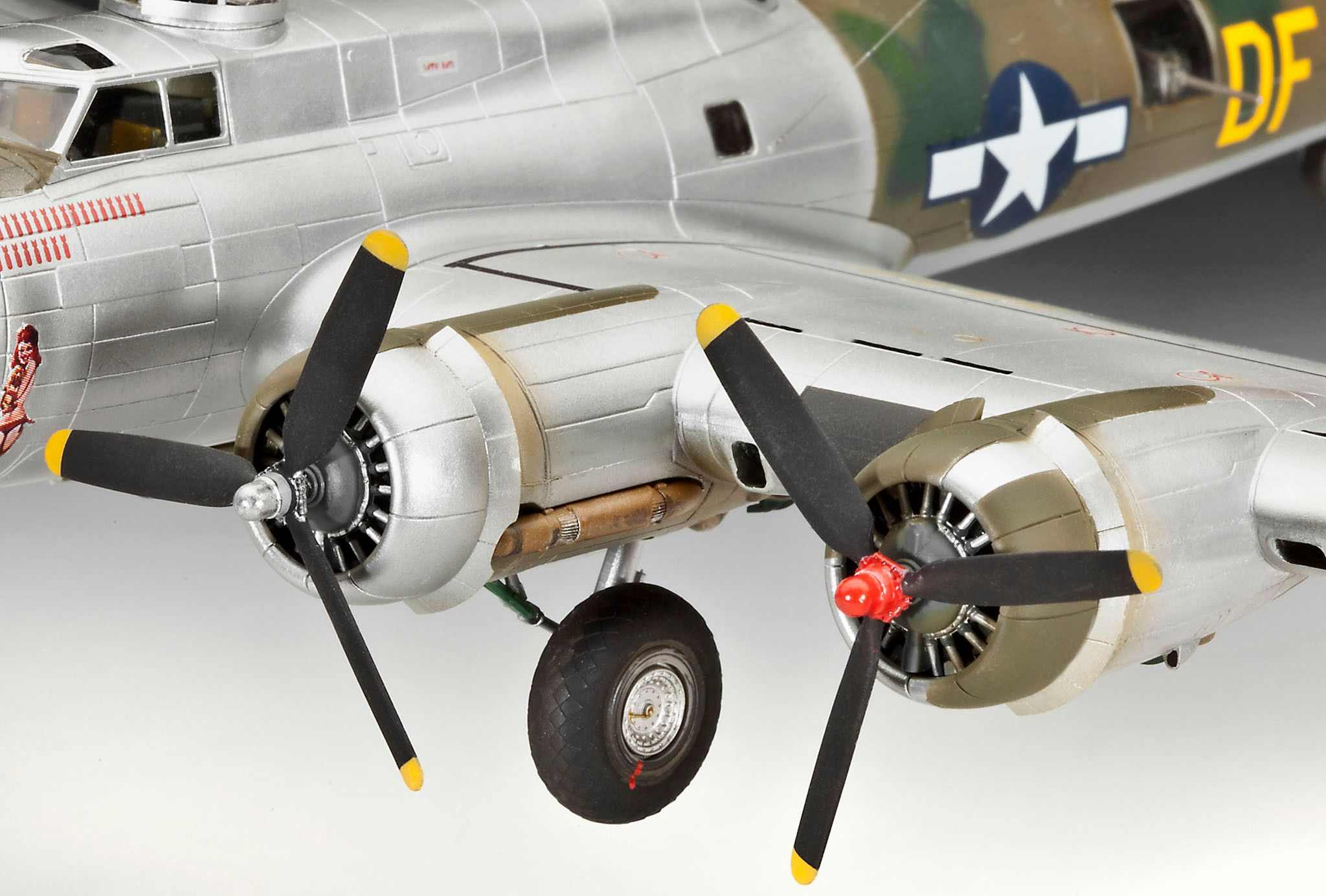Сглобяем модел на военен самолет Revell - B-17G Flying Fortress (04283) - 6