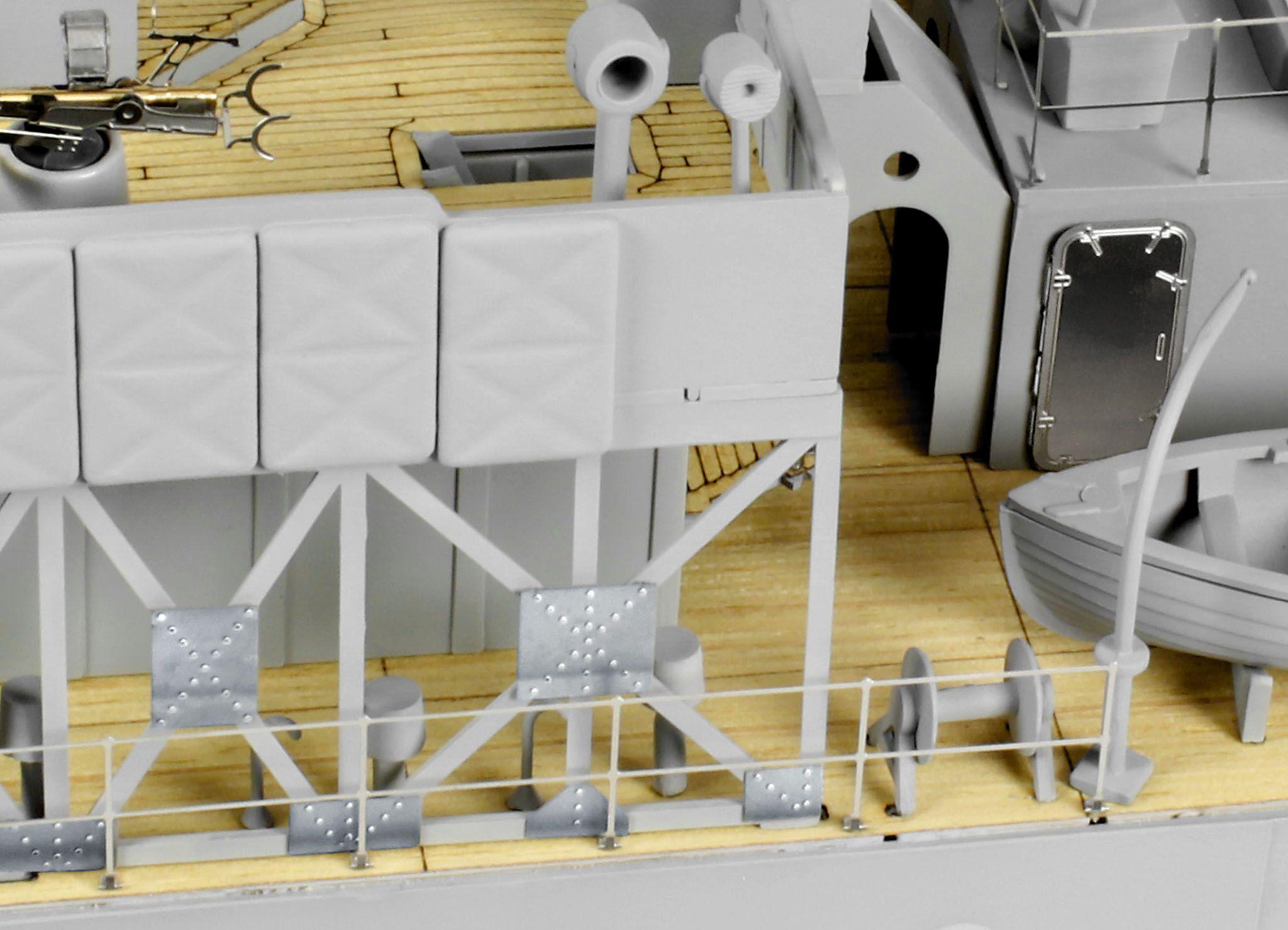 Сглобяем модел на военен кораб Revell - FLOWER CLASS CORVETTE Platinum Edition (05112) - 4