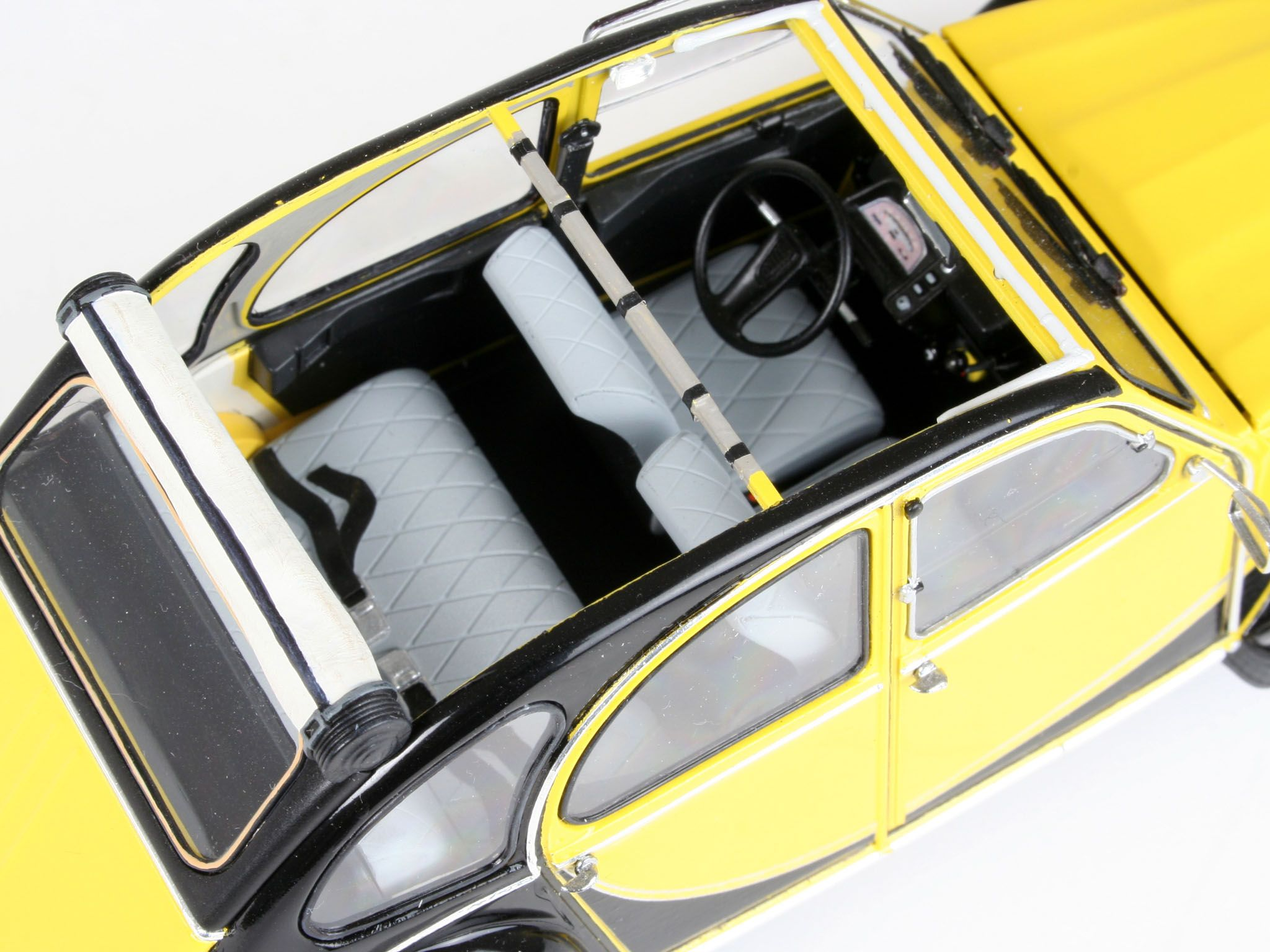 Сглобяем модел на автомобил Revell - Citroen 2CV CHARLESTON (07095) - 5