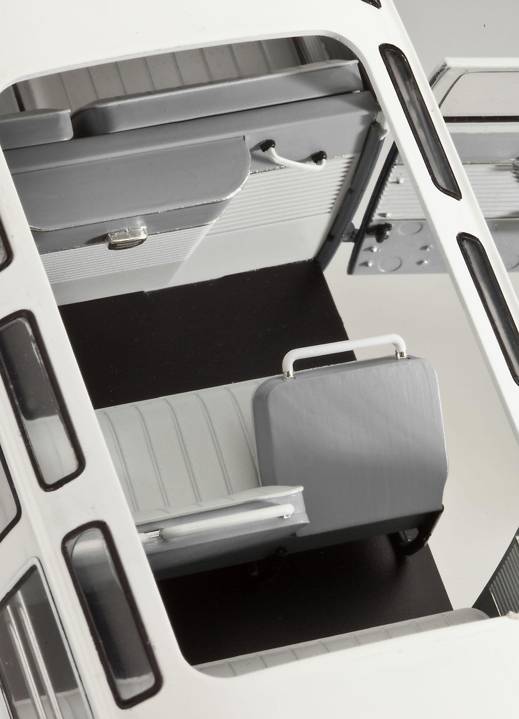 Сглобяем модел на автомобил Revell - VW T1 SAMBA BUS (07399) - 2