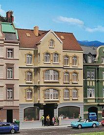 Многоетажна сграда със заведение Faller - 1