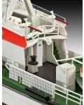Сглобяем модел на кораб Revell - Search & Rescue Vessel BERLIN (05211) - 4t