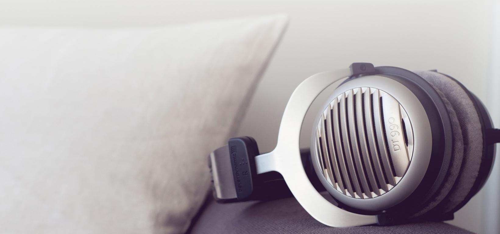 Слушалки beyerdynamic DT 990 Edition - hi-fi, сиви